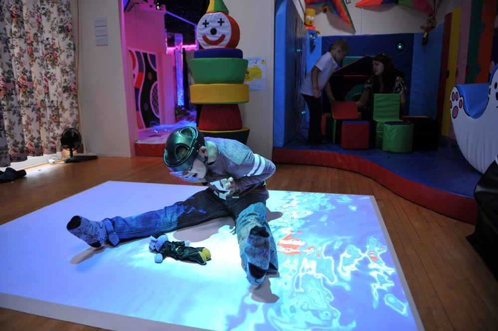 Tom and the interactive projection